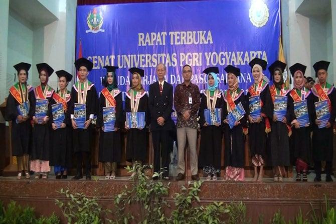 240 Mahasiswa UPY Diwisuda